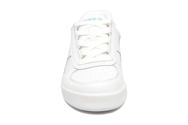 Baskets Diadora B.ELITE W Blanc vue portées chaussures