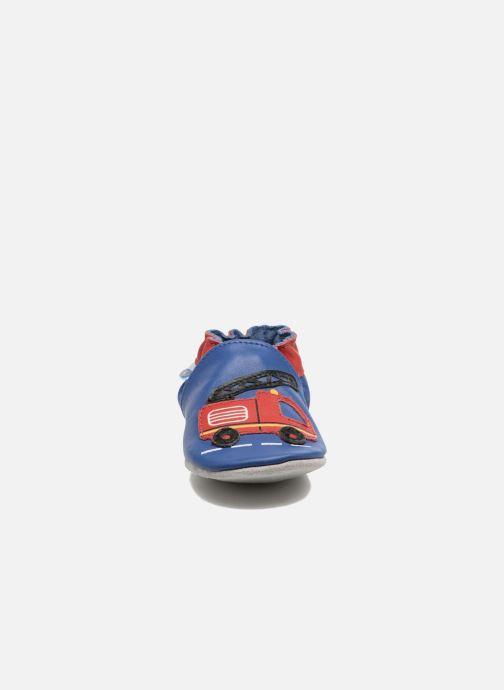 Pantuflas Robeez Firetruck Azul vista del modelo