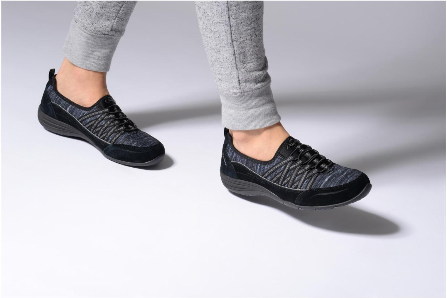 Trainers Skechers Unity Eternal Bliss Black view from underneath / model view
