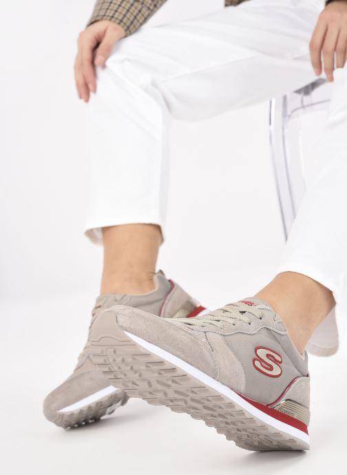 Sneaker Skechers OG 85 W grau ansicht von unten / tasche getragen