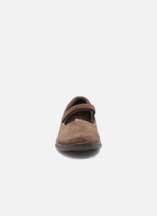 Ballerina Skechers Go Step lite quaint1 Brun bild av skorna på