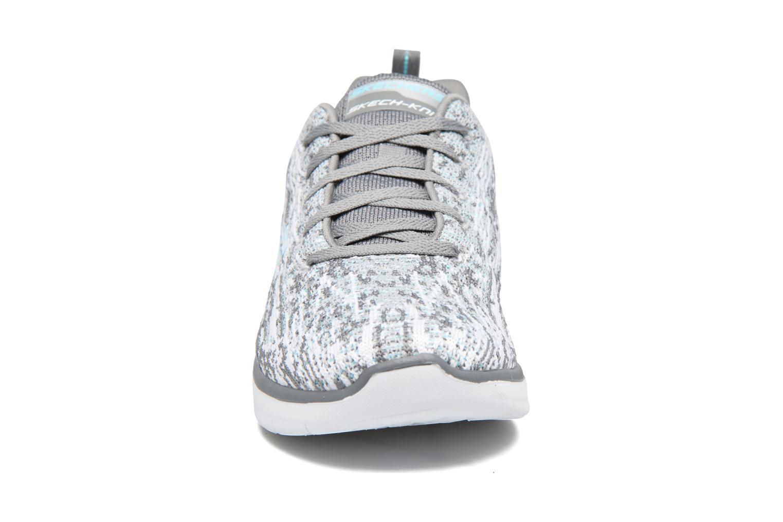 Chaussures de sport Skechers Synergy 2.0 High Spirits Gris vue portées chaussures