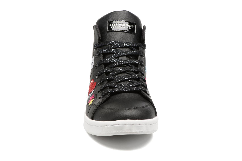 Sneakers Skechers Omne So L.A. Nero modello indossato