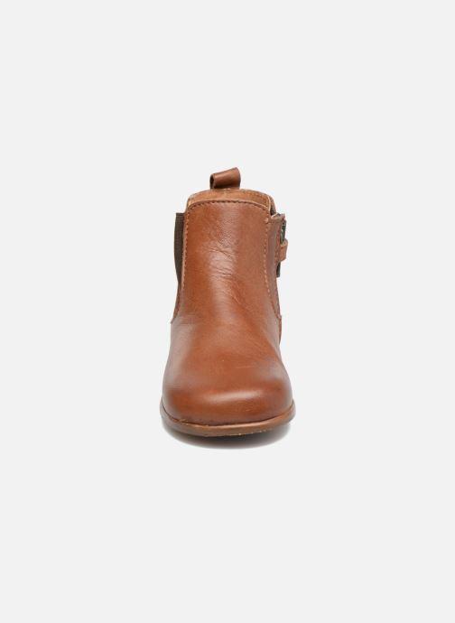 Boots Little Mary Aron Brun bild av skorna på