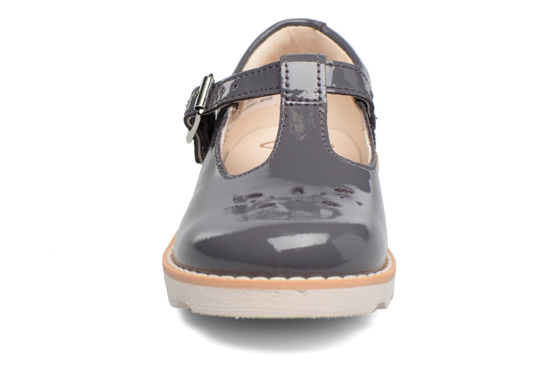 Ballerines Clarks Crown Wish Inf Gris vue portées chaussures
