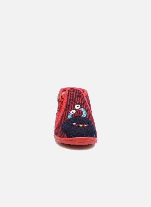 Pantofole GBB Paco Rosso modello indossato