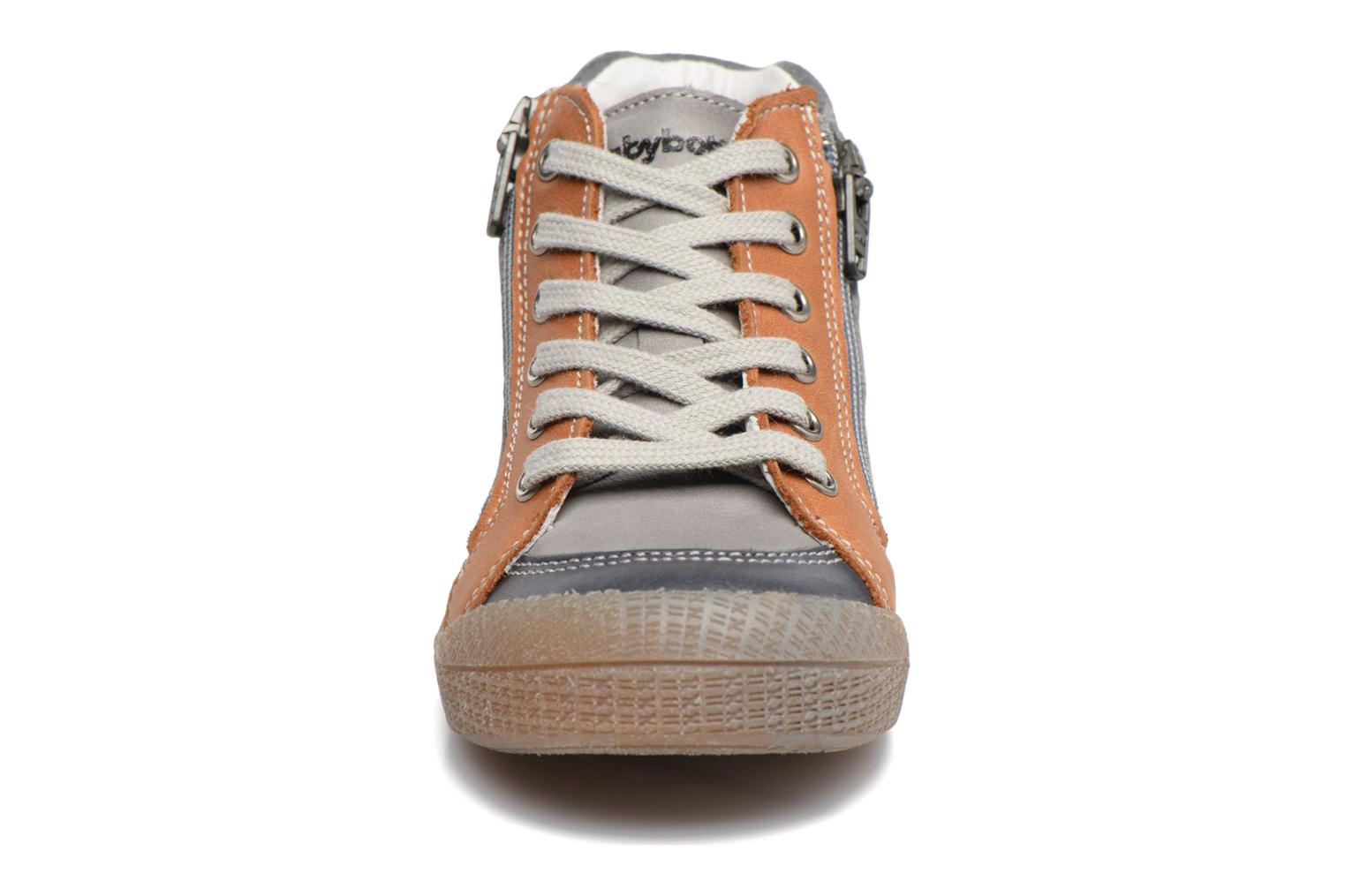 Trainers Babybotte Afolan Grey model view
