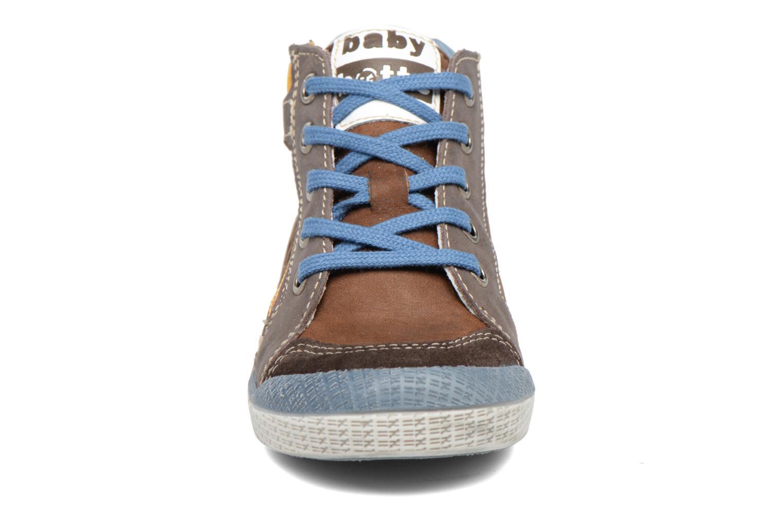 Baskets Babybotte Akro Marron vue portées chaussures