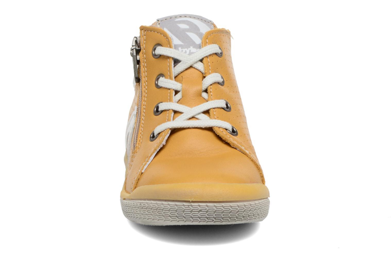 Baskets Babybotte B3 Lacet Jaune vue portées chaussures