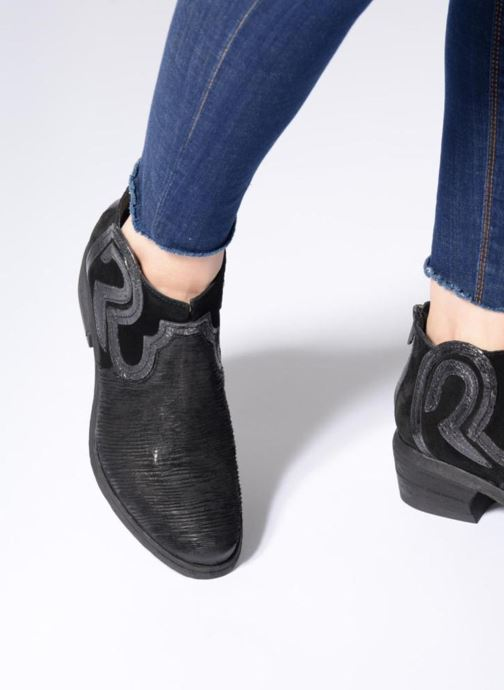 Ankle boots Khrio Feabese Black view from underneath / model view