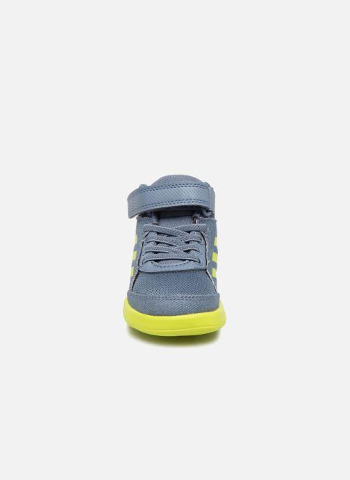 Sneakers adidas performance Altasport Mid El I Azzurro modello indossato