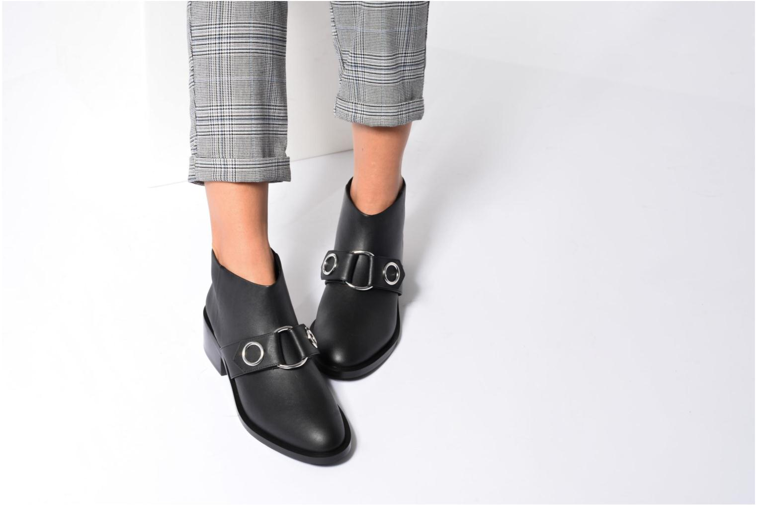 Ankle boots SENSO Drake I Black view from underneath / model view