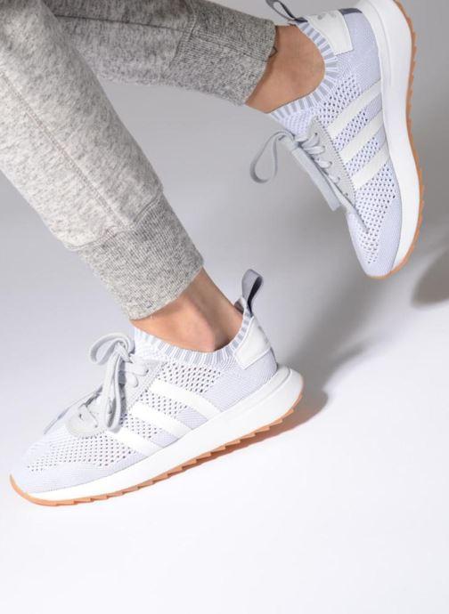 Sneaker adidas originals Flb W Pk orange ansicht von unten / tasche getragen
