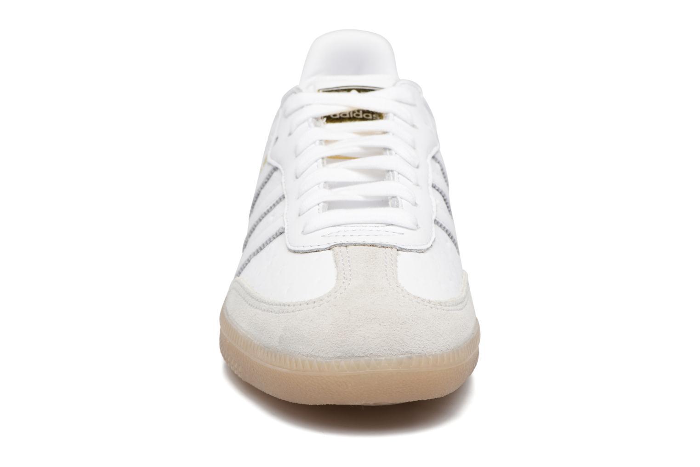Baskets Adidas Originals Samba W Blanc vue portées chaussures
