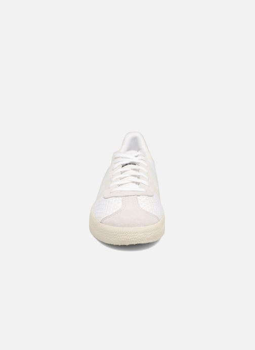 best website 140d8 3f89c Baskets adidas originals Gazelle Pk Blanc vue portées chaussures
