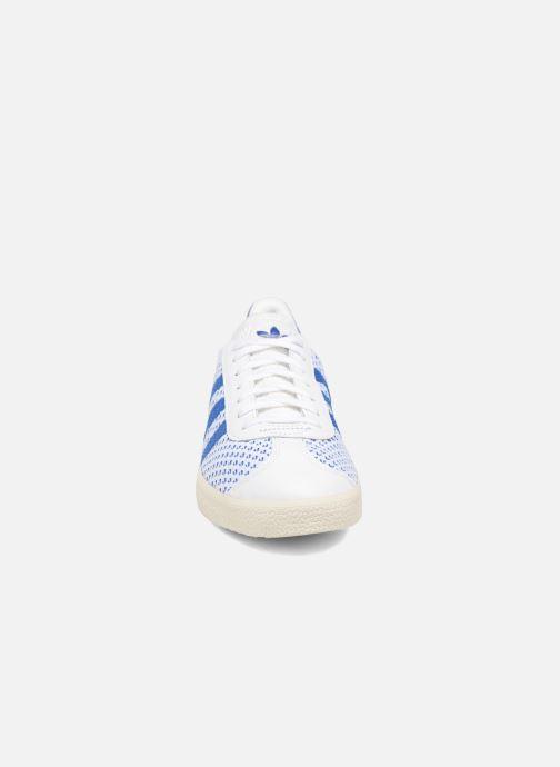 Baskets adidas originals Gazelle Pk Blanc vue portées chaussures