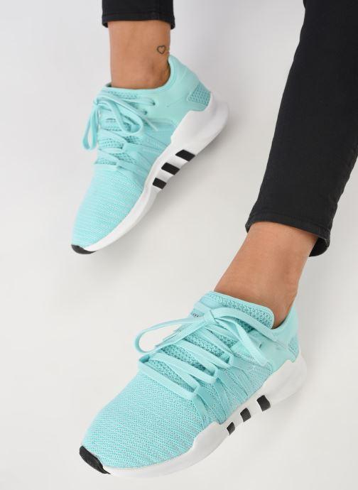 Sneaker adidas originals Eqt Racing Adv W blau ansicht von unten / tasche getragen