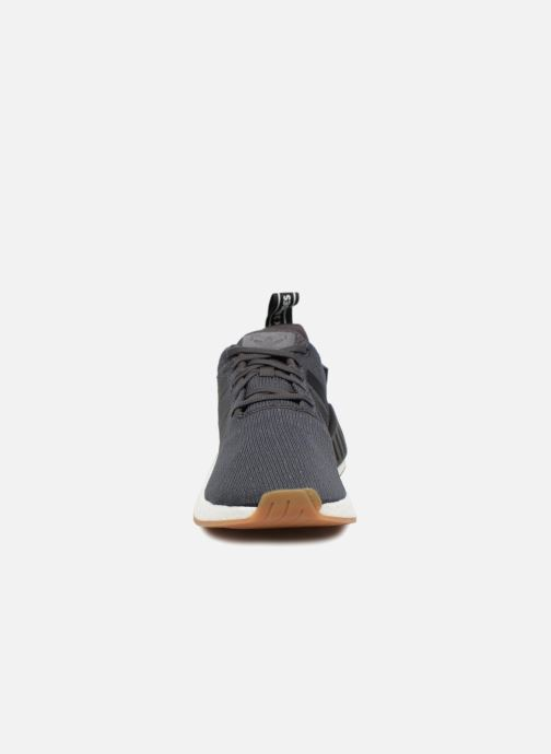 Sneakers Adidas Originals Nmd_R2 Nero modello indossato