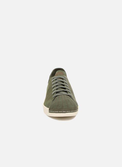 Sneakers adidas originals Superstar 80S Decon Verde modello indossato