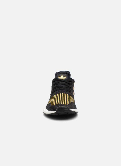 Baskets Adidas Originals Swift Run W Or et bronze vue portées chaussures