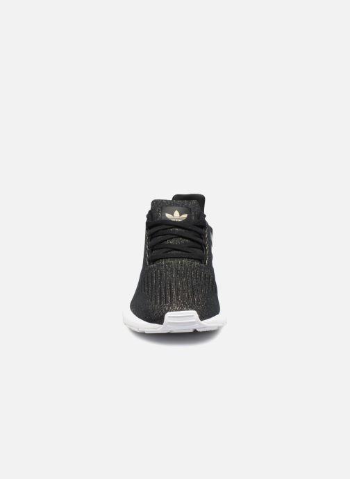 Baskets adidas originals Swift Run W Noir vue portées chaussures