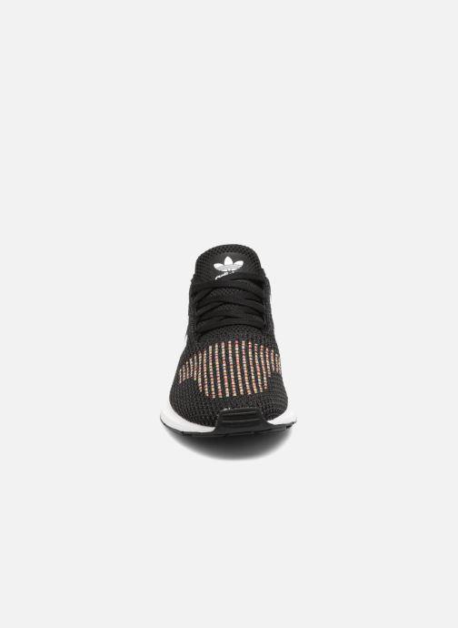 Sneaker adidas originals Swift Run W schwarz schuhe getragen
