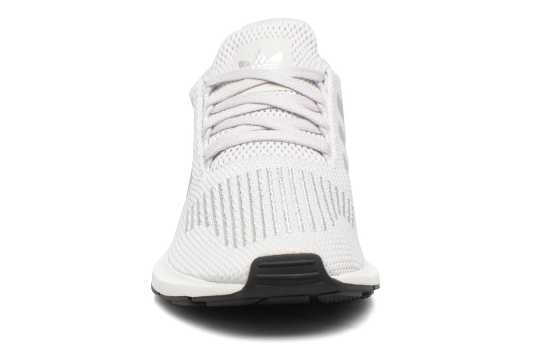 Deportivas Adidas Originals Swift Run W Plateado vista del modelo