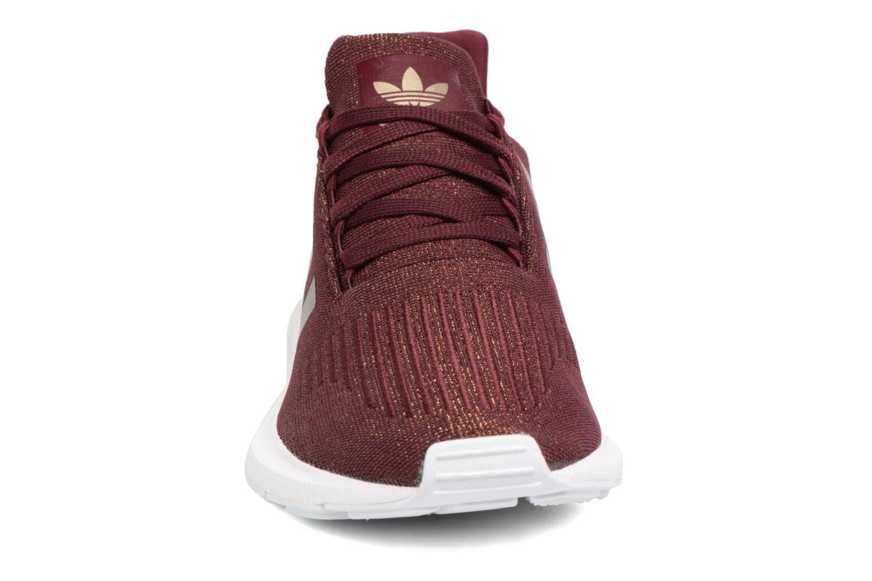Baskets Adidas Originals Swift Run W Bordeaux vue portées chaussures