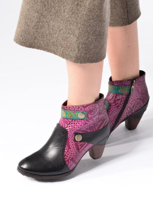 Ankle boots Laura Vita Carole 05 Black view from underneath / model view
