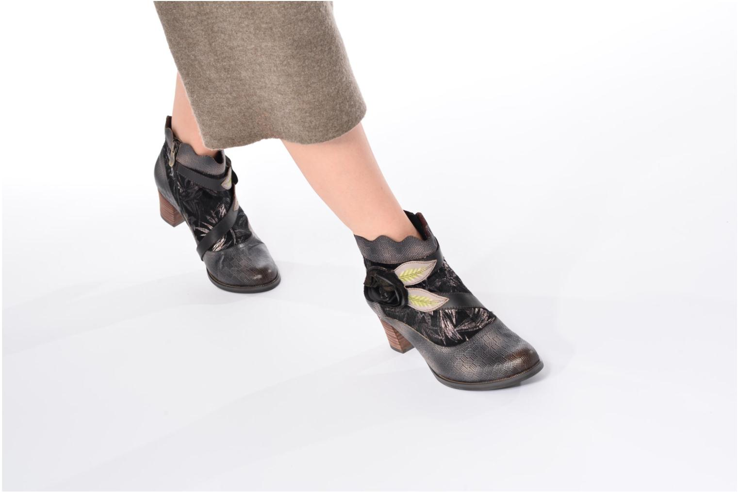 Ankle boots Laura Vita Amelia 18 Black view from underneath / model view