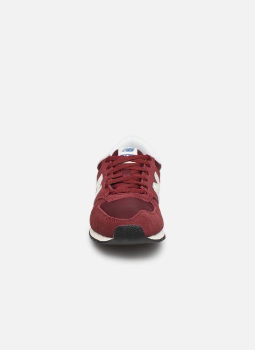 Baskets New Balance U420 D W Bordeaux vue portées chaussures