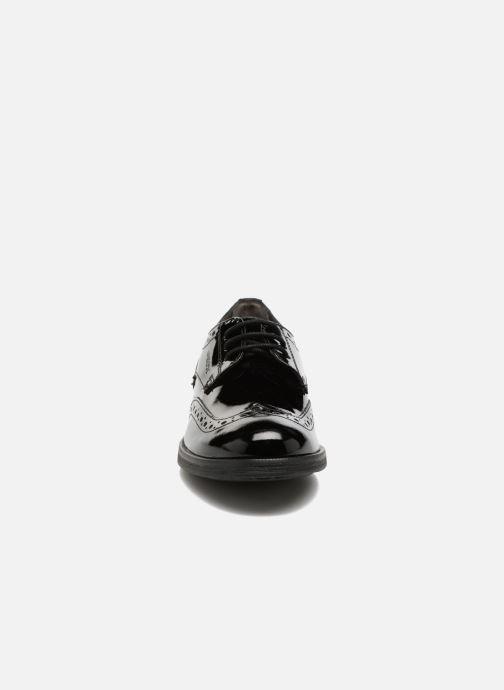 Zapatos con cordones Geox J Agata C J3449C Negro vista del modelo