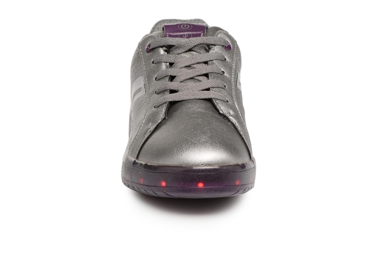 Baskets Geox J Kommodor G.A J744HA Gris vue portées chaussures