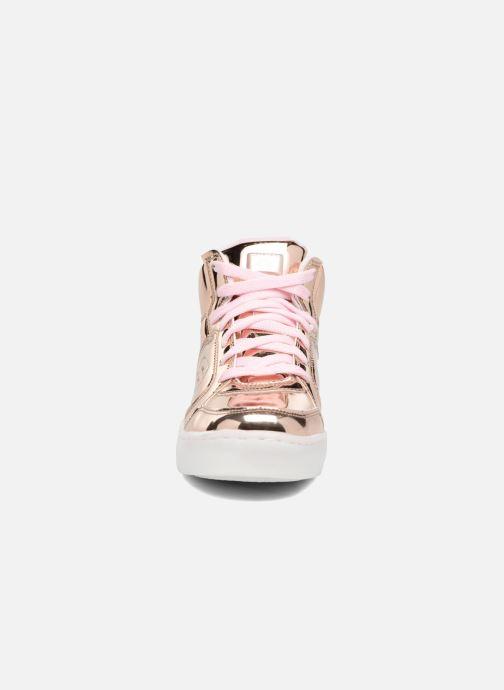 Sneakers Skechers Energy Lights Oro e bronzo modello indossato