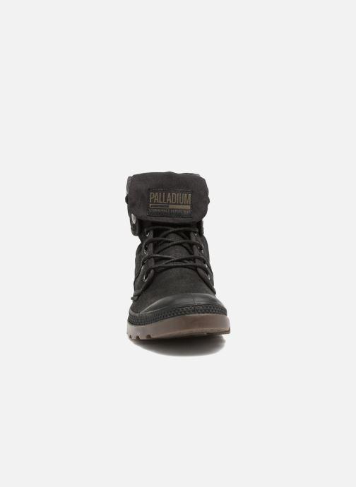 Sneakers Palladium Pallabrouse BGY Wax Nero modello indossato