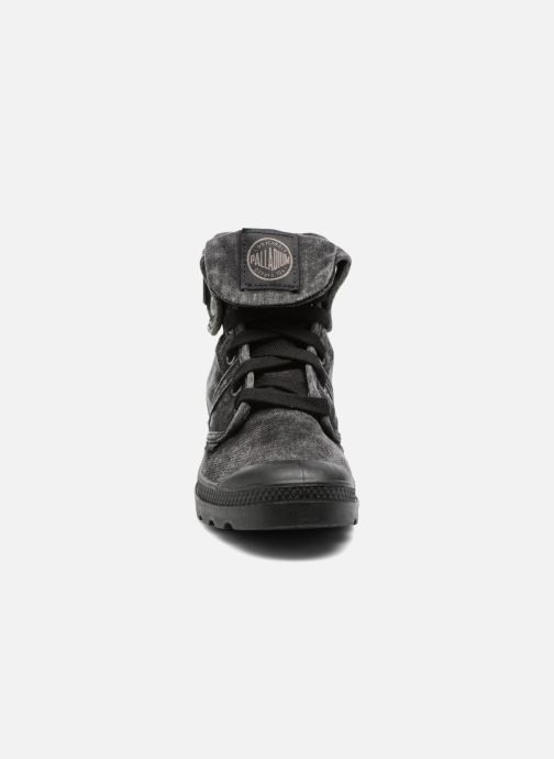 Sneakers Palladium Us Baggy Nero modello indossato