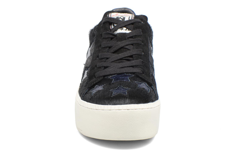 Baskets Ash Cult Star Noir vue portées chaussures