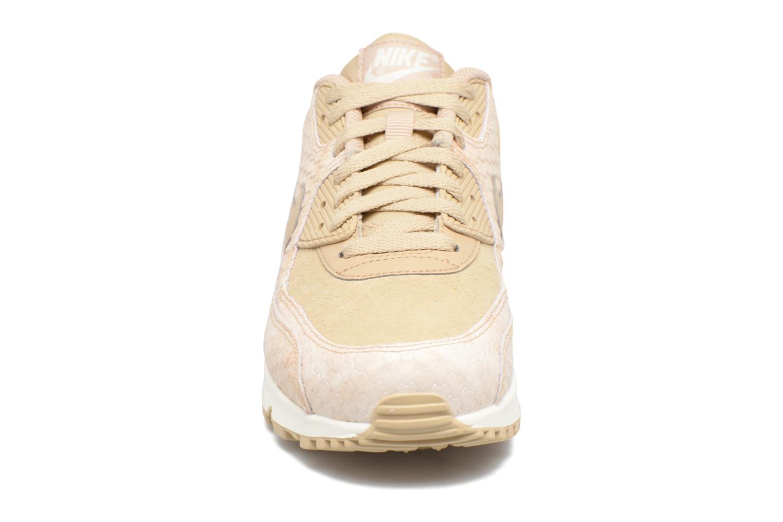 Baskets Nike Wmns Air Max 90 Prm Beige vue portées chaussures