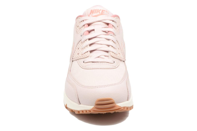 Baskets Nike Wmns Air Max 90 Lea Rose vue portées chaussures
