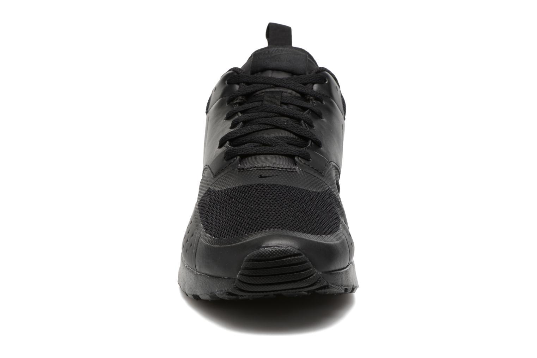 Baskets Nike Air Max Vision Noir vue portées chaussures