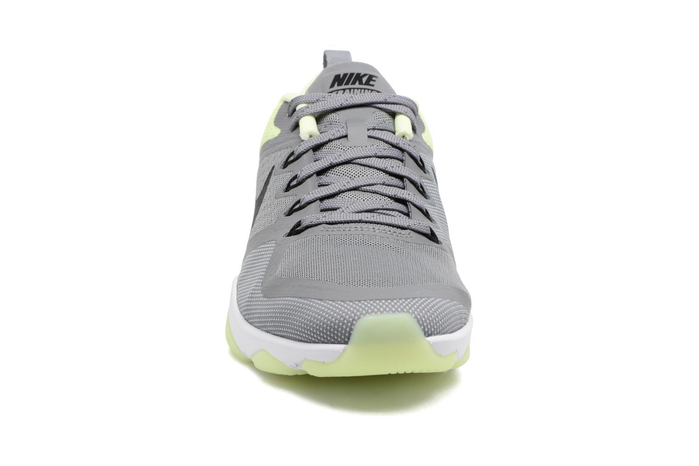 Sportssko Nike Wmns Nike Air Zoom Fitness Grå se skoene på