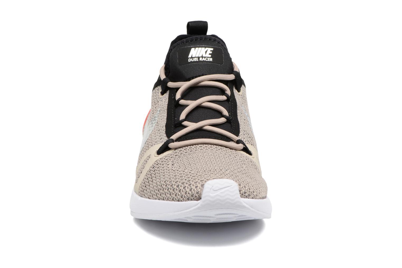 Deportivas Nike W Nike Duel Racer Gris vista del modelo