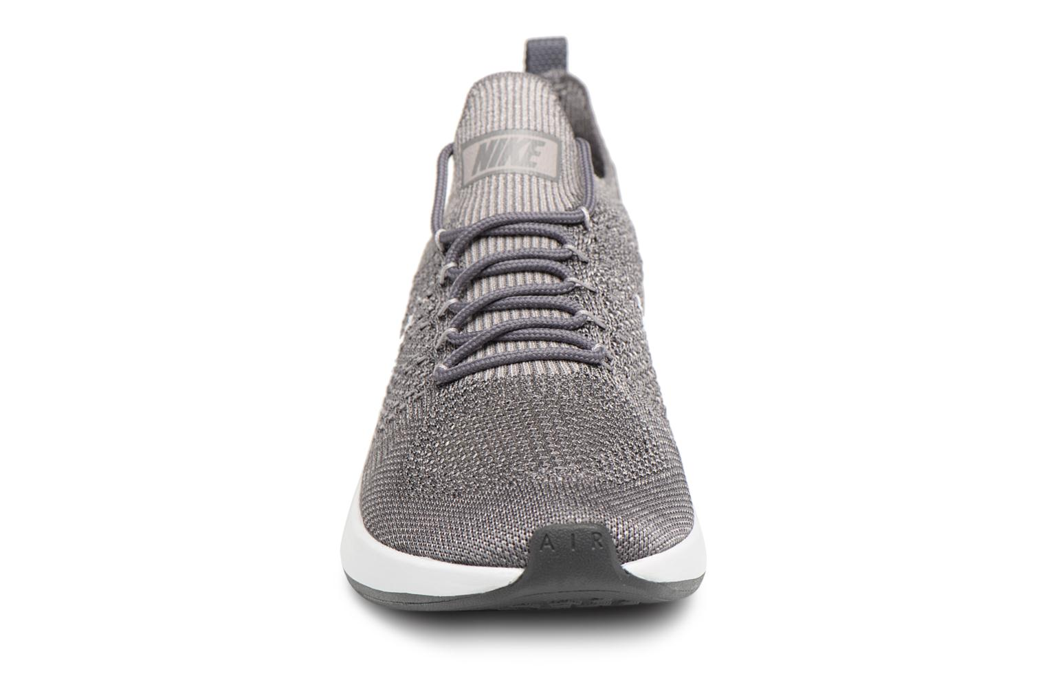 Baskets Nike Air Zoom Mariah Flyknit Racer Gris vue portées chaussures