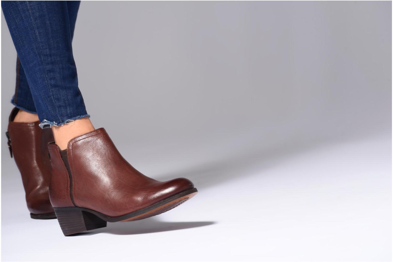 Bottines et boots Clarks Maypearl Ramie Marron vue bas / vue portée sac