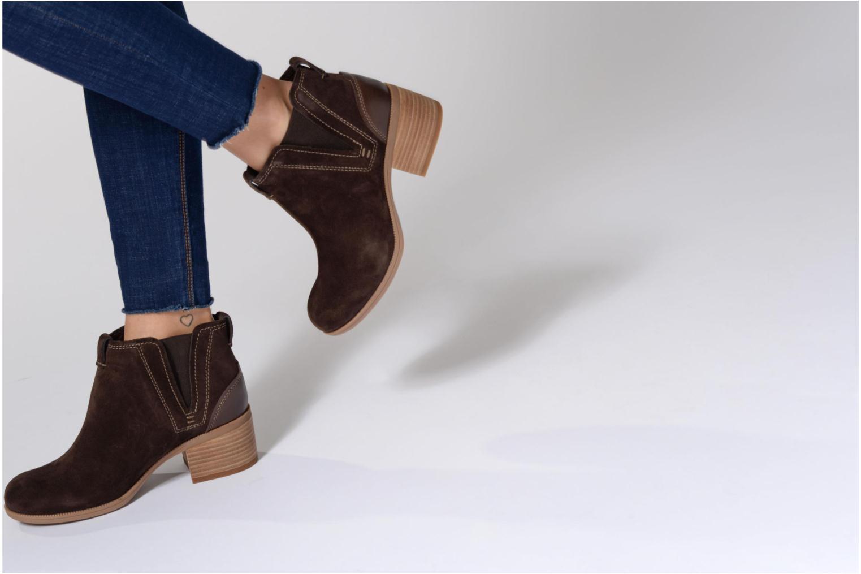 Bottines et boots Clarks Maypearl Daisy Marron vue bas / vue portée sac