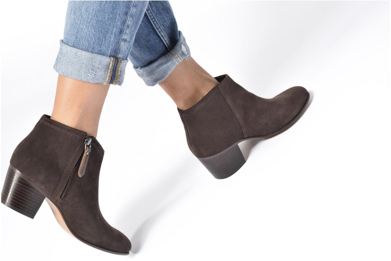 Bottines et boots Clarks Maypearl Alice Marron vue bas / vue portée sac