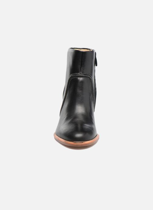 Boots Clarks Ellis Betty Svart bild av skorna på