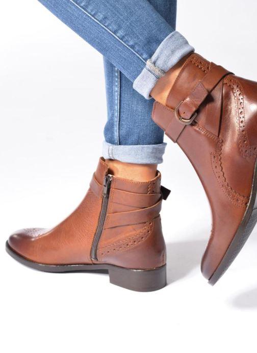 Bottines et boots Clarks Netley Olivia Marron vue bas / vue portée sac