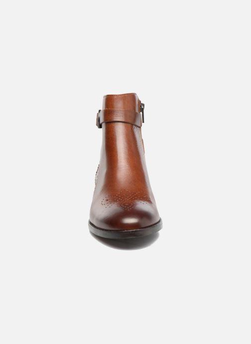 Bottines et boots Clarks Netley Olivia Marron vue portées chaussures