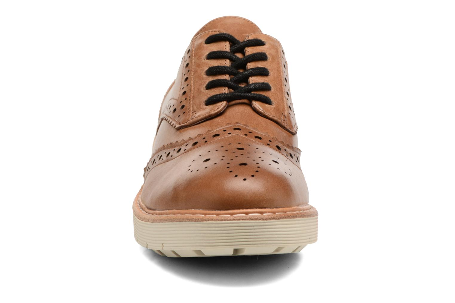 Lace-up shoes Clarks Witcombe Echo Brown front view